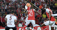 BOGOTA- COLOMBIA - 16-02-2016: William Tesillo  (Der.) jugador del Independiente Santa Fe de Colombia, disputa el balon con Leonardo Caceres (Izq.) jugador de Cerro Porteño del Paraguay, durante partido entre Independiente Santa Fe de Colombia y Cerro Porteño del Paraguay por la segunda fase de la Copa Bridgestone Libertadores en el estadio Nemesio Camacho El Campin, de la ciudad de Bogota. / William Tesillo  (L) player of Independiente Santa Fe of Colombia, figths for the ball with Leonardo Caceres (R) player of Cerro Porteño of Paraguay during a match between Independiente Santa Fe of Colombia and Cerro Porteño of Paraguay for the second phase, of the Copa Bridgestone Libertadores in the Nemesio Camacho El Campin in Bogota city. VizzorImage / Luis Ramirez / Staff.