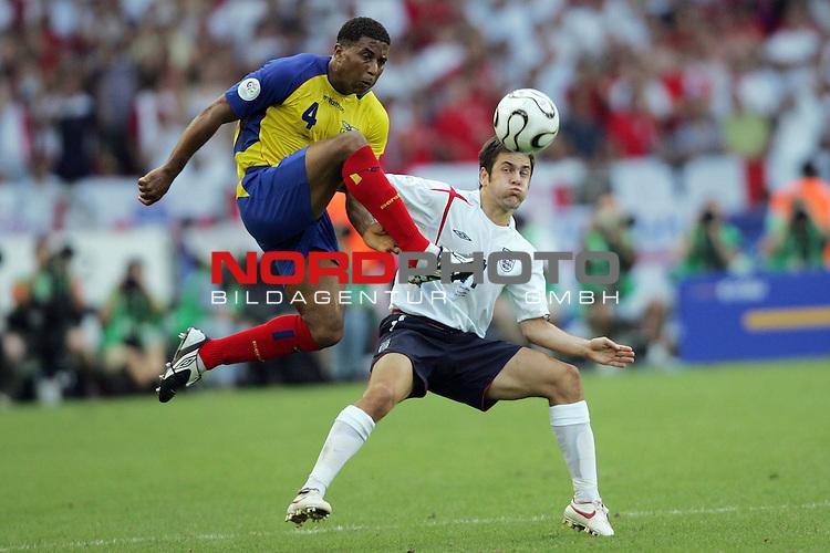 FIFA WM 2006 -  Round of Sixteen - / Achtelfinale<br /> Play    #51 (25-Jun) - England vs Ecuador<br /> <br /> JUlises De La Cruz (links) von Ecuador im Zweikampf mit Joe Cole (rechts) von England.<br /> <br /> Foto &copy; nordphoto