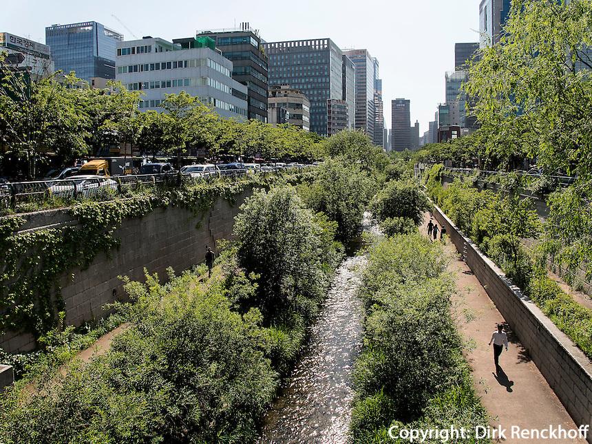 Fluss Cheonggyecheon im Viertel Insadong, Seoul, S&uuml;dkorea, Asien<br /> river Cheonggyecheon in Insadong Quarters, Seoul, South Korea, Asia