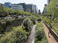Fluss Cheonggyecheon im Viertel Insadong, Seoul, S&uuml;dkorea, Asien<br /> river Cheonggyecheon in Insadong Quarters, Seoul, South Korea, Asia