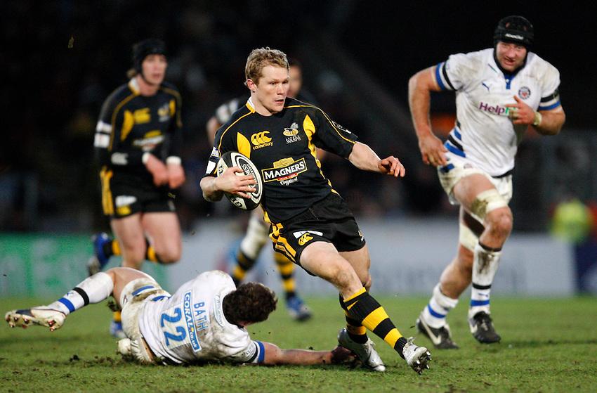 Photo: Richard Lane/Richard Lane Photography..London Wasps v Bath Rugby. Guinness Premiership. 29/12/2007. .Wasps' Josh Lewsey breaks past Bath's Olly Barkley.