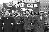 """- Paride Batini (al centro), """"console"""" della CULMV (Compagnia Unica Lavoratori e Manovalanza Varia), organizzazione dei lavoratori portuali di Genova,  durante una manifestazione sindacale (febbraio 1987)....- Paride Batini (center), """"consul"""" of CULMV (Single Company of Worker and Varied Laborers), organization of Genoa port workers, during a trade union demonstration (February 1987)"""