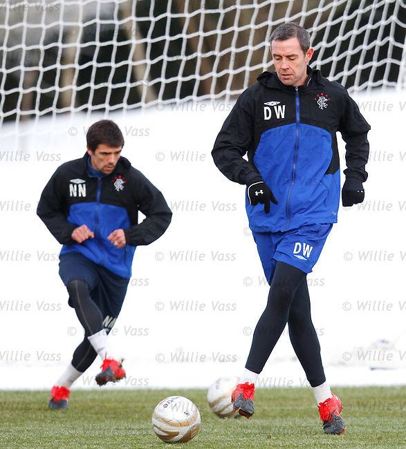 David Weir towers over shrinking Nacho Novo in the cold