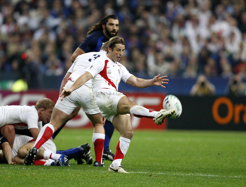 Photo: Richard Lane/Richard Lane Photography..England v France. Semi Final, IRB Rugby World Cup, RWC 2007. 13/10/2007. .England's Andy Gomarsall kicks.