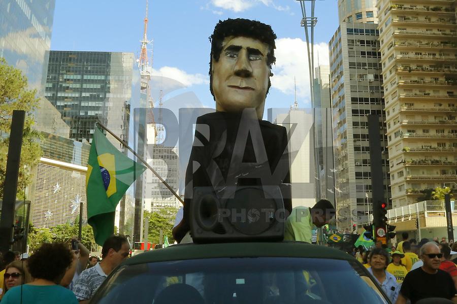 SÃO PAULO, SP, 04.12.2016 - PROTESTO-SP - Manifestantes carregam boneco gigante do Juiz Sergio Moro durante ato contra a corrupção, na Avenida Paulista, na tarde deste domingo, 04. (Foto: Adriana Spaca/Brazil Photo Press)