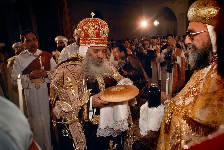 EGYPT.CAIRO.1991:Pope Shenouda III breaks the bread during the Coptic Christmas ceremony, celebrated in the Cathedral of St Mark in Cairo on the night of 6th to 7th January, in accordance with the Julian calendar.<br /> <br /> EGYPTE.CAIRE.1991: Le patriarche Shenouda III rompt le pain pendant la c&eacute;r&eacute;monie du No&euml;l copte, c&eacute;l&eacute;br&eacute;e &agrave; la cath&eacute;drale Saint-Marc du Caire dans la nuit du 6 au 7 janvier selon le calendrier julien.