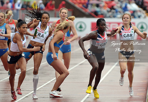 Megham Beesley (GBR) hands the baton to Christine Ohuruogu (GBR). Womens 4 x 400m relay. Day 2. European Team Athletics Championships. Gateshead. Tyne and Wear. UK. 23/06/2013. <br />  MANDATORY Credit Garry Bowden/SIPPA - NO UNAUTHORISED USE - 07837 394578