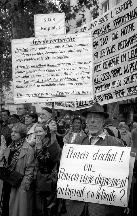 10.2010 Paris (&Atilde;&reg;le de france)<br /> <br /> Manifestation contre la r&Atilde;&copy;forme des retraites.<br /> <br /> Protest against pension reform.