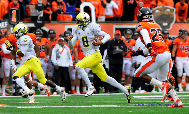 CORVALLIS, OR - NOVEMBER 24: Quarterback Marcus Mariota #8 of the Oregon Ducks runs for a touchdown in the first quarter of the game against the Oregon State Beavers on November 24, 2012 at Reser Stadium in Corvallis, Oregon. (Photo by Steve Dykes/Getty Images) *** Local Caption *** Marcus Mariota
