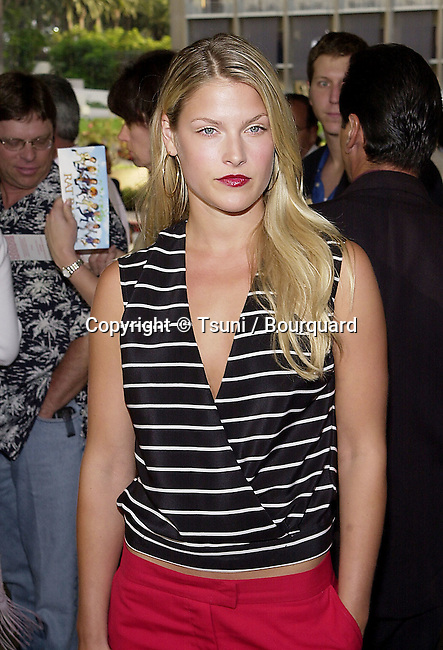 Ali Larter arriving at the premiere of Rat Race. The premiere was held at the Century Plaza Theatre in Los Angeles  July 30, 2001   © Tsuni          -            LarterAli09.jpg