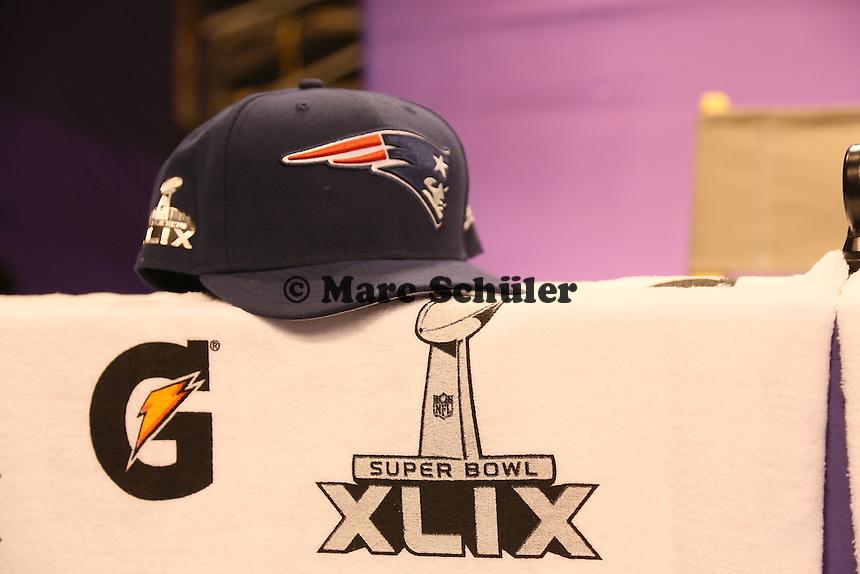 Super Bowl Kappe der New England Patriots liegt bereit - Super Bowl XLIX Media Day, US Airways Center, Phoenix