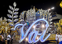 SÃO PAULO, SP, 15.02.2015, CARNAVAL 2015 - SÃO PAULO - GRUPO ESPECIAL / VAI-VAI: Integrantes da escola de samba Vai-Vai, durante desfile do grupo especial do Carnaval de São Paulo, na madrugada deste domingo, 15. (Foto: Levi Bianco / Brazil Photo Press).