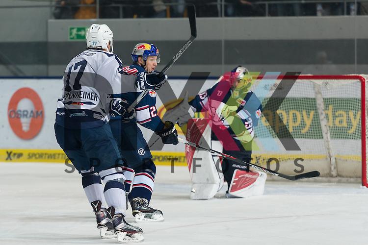 Eishockey, DEL, EHC Red Bull M&uuml;nchen - Hamburg Freezers <br /> <br /> Im Bild David LEGGIO (EHC Red Bull M&uuml;nchen, 73) kann den Schu&szlig; von Thomas OPPENHEIMER (Hamburg Freezers, 17) mit der Fanghand halten beim Spiel in der DEL EHC Red Bull Muenchen - Hamburg Freezers.<br /> <br /> Foto &copy; PIX-Sportfotos *** Foto ist honorarpflichtig! *** Auf Anfrage in hoeherer Qualitaet/Aufloesung. Belegexemplar erbeten. Veroeffentlichung ausschliesslich fuer journalistisch-publizistische Zwecke. For editorial use only.