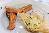 gegrillter Lachs mit Püree,  Provinz Murcia, Spanien, Europa