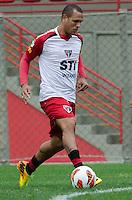 SÃO PAULO, SP, 24 DE SETEMBRO DE 2013 - TREINO SAO PAULO - O jogador do São Paulo, Luis Fabiano, durante treino no CT da Barra Funda, região oeste da capital, na tarde desta terça feira, 24. FOTO: ALEXANDRE MOREIRA / BRAZIL PHOTO PRESS