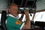 NORDERNEY Trainer Thomas Schaaf bleibt Norderney treu. Nachdem er bereits elfmal mit Fu&szlig;ball-Bundesligist Werder Bremen ins Trainingslager auf die Nordseeinsel gefahren ist, um sein Team auf eine Saison vorzubereiten, will er die Sportpl&auml;tze und die dort gebotene Betreuung auch f&uuml;r seinen neuen Verein, Eintracht Frankfurt, nutzen. Das Trainingslager ist f&uuml;r die Zeit vom 6. bis 12. Juli geplant.<br /> Archiv aus: BL 2004/2005 -  Trainingslager Werder Bremen<br /> <br /> Rueckfahrt zum Festland mit der Faehre<br /> <br /> Trainer Thomas Schaaf auf der Bruecke mit Fernglas<br /> <br /> <br /> <br /> Foto &copy; nordphoto - Anja Heinemann<br /> <br /> <br /> <br /> <br /> <br /> <br /> <br />  *** Local Caption *** Foto ist honorarpflichtig! zzgl. gesetzl. MwSt.<br /> <br /> Belegexemplar erforderlich<br /> <br /> Adresse: nordphoto<br /> <br /> Georg-Reinke-Strasse 1<br /> <br /> 49377 Vechta