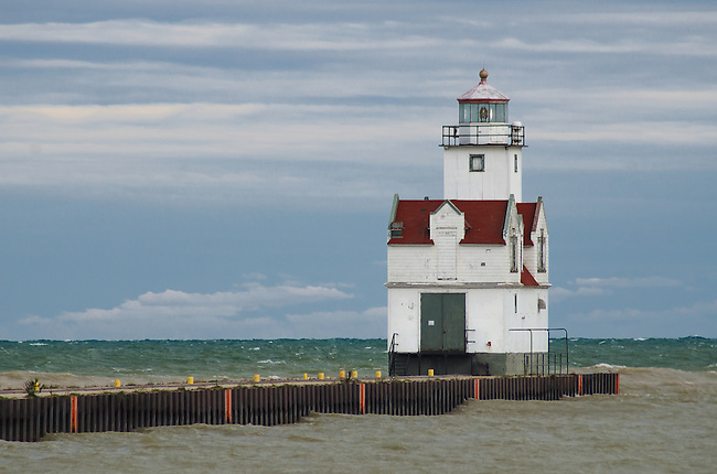 The Kewaunee Pierhead Lighthouse sits lonley against a autumn storm
