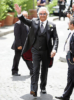 Il team manager della Renault Formula Uno Flavio Briatore, saluta prima del suo matrimonio con la modella Elisabetta Gregoraci, alla Chiesa di Santo Spirito in Sassia, Roma, 14 giugno 2008..Renault F1 boss Flavio Briatore waves before his wedding ceremony with top model Elisabetta Gregoraci at St. Spirito in Sassia's church in Rome, 14 june 2008..UPDATE IMAGES PRESS/Riccardo De Luca