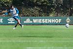 09.10.2018, Trainingsgelaende am Weserstadion, Bremen, GER, 1.FBL, Training SV Werder Bremen<br /> <br /> im Bild<br /> Claudio Pizarro (Werder Bremen #04) mit Torschuss, <br /> <br /> Foto © nordphoto / Ewert