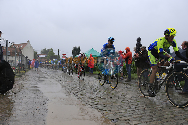 Riders including Alberto Contador (ESP) Tinkoff-Saxo tackle the1st cobbled sector 9 from Gruson to Crossroads de l'Arbe during Stage 5 of the 2014 Tour de France running 155.5km from Ypres to Arenberg. 9th July 2014.<br /> Picture: Eoin Clarke www.newsfile.ie