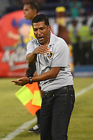 BARRANQUIILLA -COLOMBIA-10-AGOSTO-2014. Alexis Garcia   director tecnico  de Fortaleza FC reacciona durante el encuentro contra Atletico Junior , partido de la Liga  Postobon cuarta  fecha disputado en el estadio Metroplitano.  / Alexis Garcia  coach  of Fortaleza FC   reacts during match with Atelico Junior , party Postobon League fourth round match at the Metropolitano stadium. Photo: VizzorImage / Alfonso Cervantes / Stringer