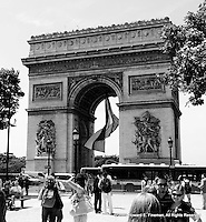 Arc de Triomphe, Paris (B/W)