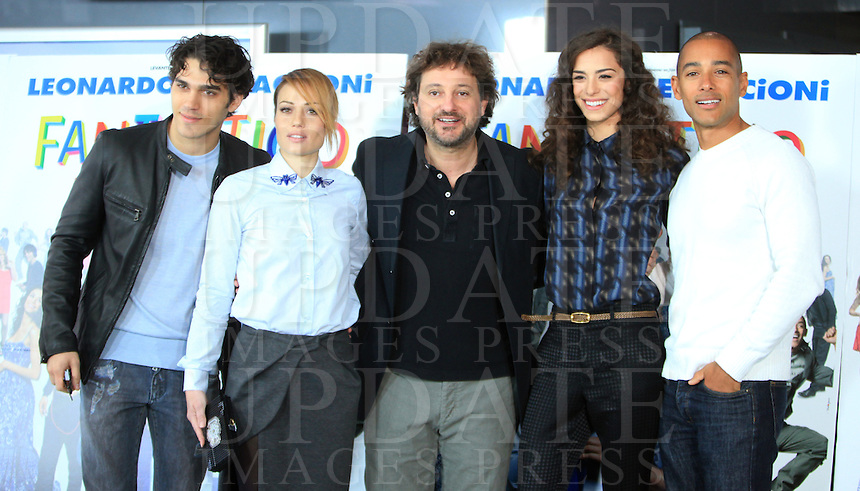 "Il regista ed attore Leonardo Pieraccioni, al centro posa con gli attori, da sinistra, Giuseppe Maggio, Chiara Mastalli, Marianna DI Martino e David Sef, durante un photocall per la presentazione del suo nuovo film ""Un fantastico via vai"" a Roma, <br /> Italian director and actor Leonardo Pieraccioni, center, poses with actors, from left, Giuseppe Maggio, Chiara Mastalli, Marianna DI Martino and David Sef, during a photocall for the presentation of his new movie ""Un fantastico via vai"" in Rome, 5 December 2013.<br /> UPDATE IMAGES PRESS/Isabella Bonotto"