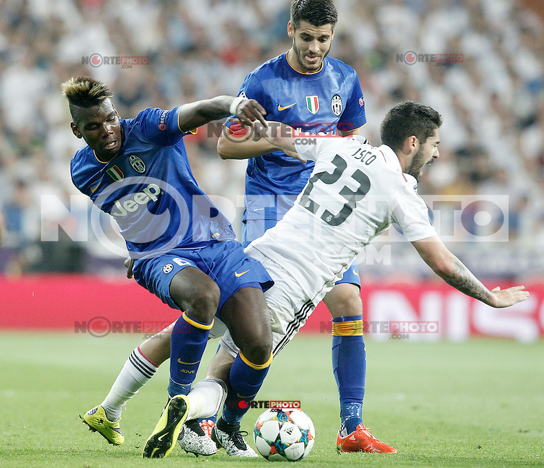 Real Madrid's Isco (r) and Juventus' Paul Pogba (l) and Alvaro Morata during Champions League 2014/2015 Semi-finals 2nd leg match.May 13,2015. (ALTERPHOTOS/Acero) /NortePhoto.COM