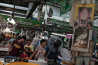 Dans un marché frais, les portrait du roi Bumibhol et de son illustre prédécesseur Chulalongkorn, fondateur de la dynastie actuelle.