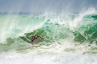 RIO DE JANEIRO, RJ, 15.05.2015 - MUNDIAL DE SURF - O australiano Mick Fanning participa do Oi Rio Pro, etapa brasileira do circuito mundial da Wolrd Surf League (WSL), na praia da Barra da Tijuca, na zona oeste, nesta quinta-feira (15). (Foto: João Mattos / Brazil Photo Press)