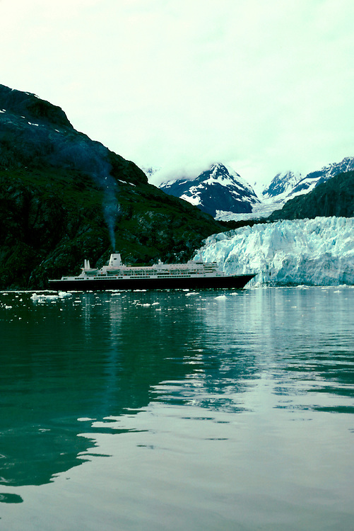Alaska: Glacier Bay National Park, cruise ship   Photo akglac102..Photo copyright Lee Foster, 510/549-2202,  lee@fostertravel.com, www.fostertravel.com