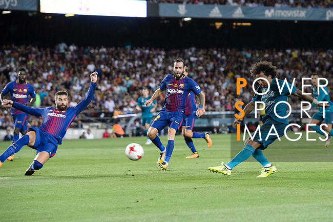 Marcelo da Silva of Real Madrid (R) attempts a kick for score his goal during the Supercopa de Espana Final 1st Leg match between FC Barcelona and Real Madrid at Camp Nou on August 13, 2017 in Barcelona, Spain. Photo by Marcio Rodrigo Machado / Power Sport Images