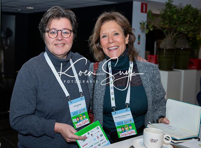 BUSSUM -  Annick Schreuder met Anne-Marie Leufkens-Stassen (Herkenbosch)   Nationaal Golf Congres & Beurs. COPYRIGHT KOEN SUYK