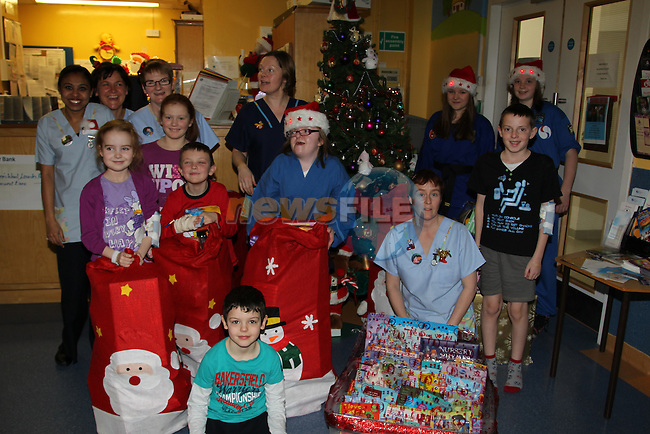 Hannah Donnelly bring her santa gifts to the children on the 5th floor of Our Lady of Lourdes Hospital..Picture: Fran Caffrey/www.newsfile.ie.