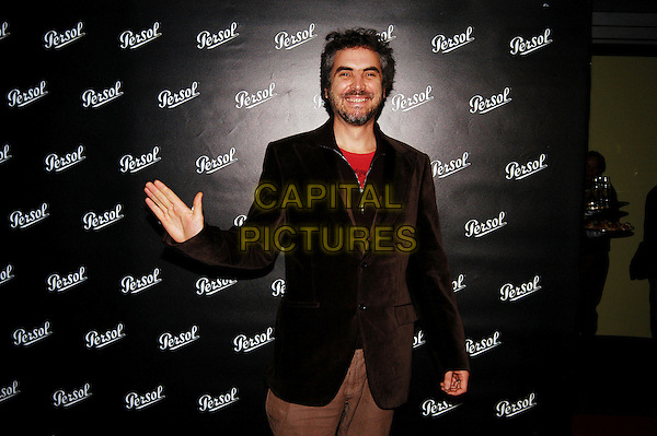 """ALFONSO CUARON.Photocall for """"Children of Men"""" at Cinema Fiamma, Rome, Italy..November 8th, 2006.Ref: CAV.half length brown suit jacket hand waving.www.capitalpictures.com.sales@capitalpictures.com.©Luca Cavallari/Capital Pictures."""
