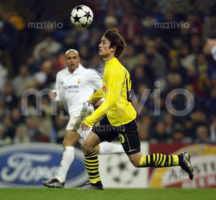 FUSSBALL Champions League 2002/2003 Gruppe C 3. Spieltag Real Madrid 2-1 Boeussia Dortmund   Tomas Rosicky (BVB) mit Ball