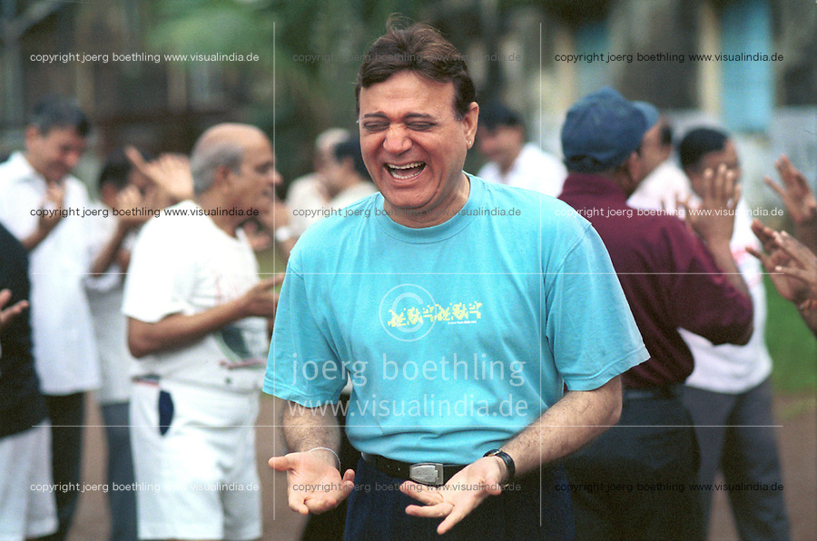 INDIA Mumbai Bombay, laughter yoga founder Doc Maidan Kataria in laughter club / INDIEN Mumbai Bombay, Lachclub, Dr. Maidan Kataria, Begruender des Lachyoga