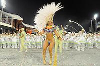 SAO PAULO, SP, 25 DE FEVEREIRO 2012 - DESFILE DAS CAMPEÃS DO CARNAVAL SP - MANCHA VERDE: Viviane Araujo da escola de samba Mancha Verde no desfile das Campeãs do Carnaval 2012 de São Paulo, no Sambódromo do Anhembi, na zona norte da cidade, neste sábado.(FOTO: LEVI BIANCO - BRAZIL PHOTO PRESS).