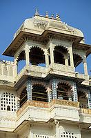 Asie/Inde/Rajasthan/Udaipur : City Palace - Palais du roi de Udaipur - Balcon