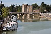 Europe/France/Midi-Pyrénées/32/Gers/Condom:  Le port fluvial sur la Baïse en fond le pont Barlet et le Moulin de Barlet