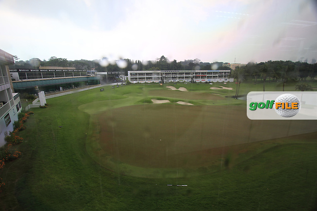 Thunderstorm stops play briefly during Friday's Round 2 of the 2011 Barclays Singapore Open, Singapore, 11th November 2011 (Photo Eoin Clarke/www.golffile.ie)