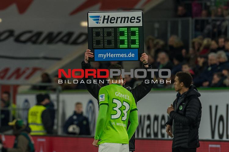 24.02.2017, Volkswagen Arena, Wolfsburg, GER, 1.FBL, VfL Wolfsburg vs SV Werder Bremen<br /> <br /> im Bild<br /> Spielerwechsel Wolfsburg, Einwechslung Mario Gomez (VFL Wolfsburg #33), <br /> <br /> Foto &copy; nordphoto / Ewert