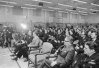Pierre Trudeau et des militaires<br /> , le 26 novembre 1972<br /> <br /> PHOTO : Agence Quebec Presse
