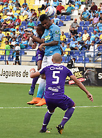 MONTERIA - COLOMBIA, 22-07-2018:  Jhony Cano (Der) jugador de Jaguares FC disputa el balón con Edwin Velasco (Izq) jugador de Once Caldas durante partido por la fecha 1 de la Liga Águila II 2018 jugado en el estadio Municipal de Montería. / Jhony Cano (R) player of Jaguares FC vies for the ball with Edwin Velasco (L) player of Once Caldas during a match for the date 1 of the Liga Aguila II 2018 at the Municipal de Monteria Stadium in Monteria city. Photo: VizzorImage / Andres Felipe Lopez / Cont