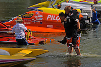 Andybody that can carry Joe Sovie to his boat is a guy I want on my crew. (2.5 MOD class hydroplane(s)