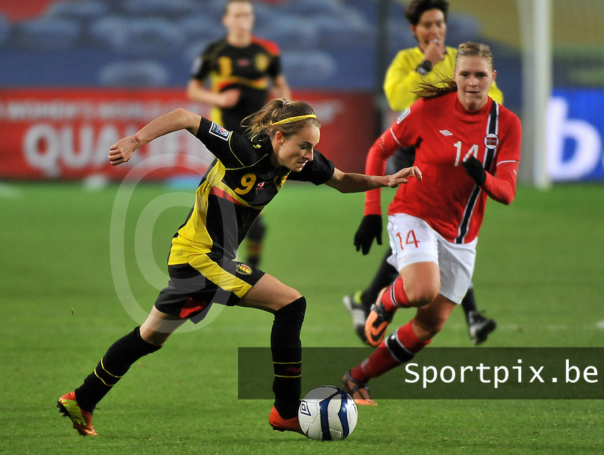 20130925 - OSLO , NORWAY : Belgian Tessa Wullaert pictured with Norwegian Ingvild Isaksen (14) during the female soccer match between Norway and Belgium , on the second matchday in group 5 of the UEFA qualifying round to the FIFA Women World Cup in Canada 2015 at the Ullevaal Stadion , Oslo . Wednesday 25th September 2013. PHOTO DAVID CATRY