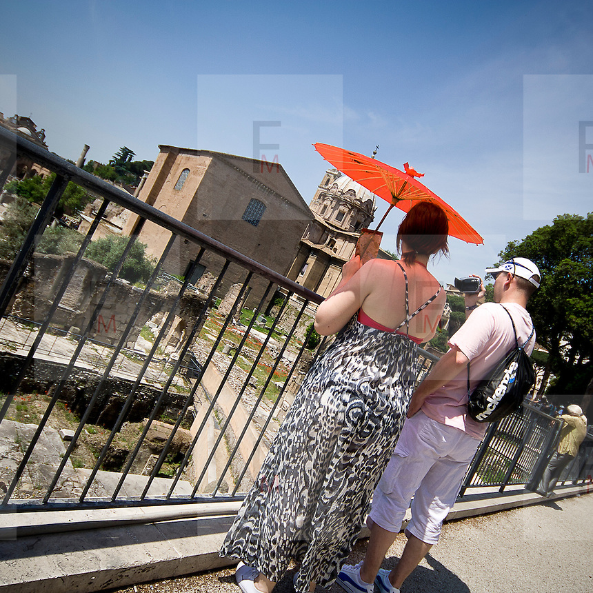 Turisti ai Fori Imperiali a Roma<br /> <br /> Visitors admire the Fori Imperiali in Rome
