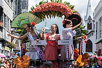 MANIZALES-COLOMBIA. 05-01-2016: Actores y músicos durante sus presentaciones en el desfile de las Carretas del Rocio como parte de la versión número 60 de La Feria de Manizales 2016 que se lleva a cabo entre el 2 y el 10 de enero de 2016 en la ciudad de Manizales, Colombia. / Actors and musicians during performances in the parade of the Carretas del Rocio as part of the 60th version of Manizales Fair 2016 takes place between 2 and 10 January 2016 in the city of Manizales, Colombia. Photo: VizzorImage / Kevin Toro / Cont
