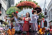 MANIZALES-COLOMBIA. 05-01-2016: Actores y músicos durante sus presentaciones en el desfile de las Carretas del Rocio como parte de la versión número 60 de La Feria de Manizales 2016 que se lleva a cabo entre el 2 y el 10 de enero de 2016 en la ciudad de Manizales, Colombia. / Actors and musicians during performances in the parade of the Carretas del Rocio as part of the 60th version of Manizales Fair 2016 takes place between 2 and 10 January 2016 in the city of Manizales, Colombia. Photo: VizzorImage / Kevin Toro / Cont