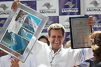 SAO PAULO, SP, 01.11.2014 - GERALDO ALCKMIN - Geraldo Alckmin governador de Sao Paulo durante entrega da moradia de número 500 mil da Companhia de Desenvolvimento Habitacional e Urbano (CDHU), no bairro do Belém na região leste da cidade de São Paulo neste sábado, 01. (Foto: Marcos Moraes / Brazil Photo Press).